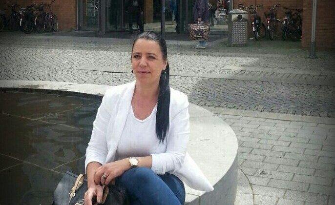 مطلقة جميلة بالصور اقيم في اسبانيا ابحث عن زوج صالح مع رقم الهاتف للتعارف واتس اب
